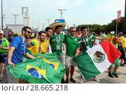 Купить «Бразильские и мексиканские болельщики перед матчем в Самаре», фото № 28665218, снято 2 июля 2018 г. (c) Светлана Кириллова / Фотобанк Лори