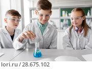 Купить «kids with test tube studying chemistry at school», фото № 28675102, снято 19 мая 2018 г. (c) Syda Productions / Фотобанк Лори