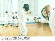 Купить «Adult fencer practicing lunge with foil», фото № 28676058, снято 30 мая 2018 г. (c) Яков Филимонов / Фотобанк Лори