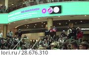 Купить «Fans watch the live broadcast of the Russia-Uruguay match in the mall Gallery», видеоролик № 28676310, снято 25 июня 2018 г. (c) Ирина Мойсеева / Фотобанк Лори