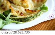 Купить «Fried zucchini seasoned with dill in a bowl», видеоролик № 28683730, снято 30 июня 2018 г. (c) Peredniankina / Фотобанк Лори