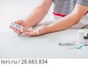 Купить «man measures sugar level with a glucometer», фото № 28683834, снято 3 июля 2018 г. (c) Майя Крученкова / Фотобанк Лори