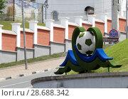 Купить «Украшение города Самара к Чемпионату Мира по футболу 2018 года», фото № 28688342, снято 16 июня 2018 г. (c) Алёна Кухтина / Фотобанк Лори