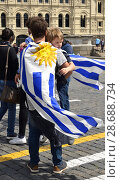 2018 FIFA World Cup. Fan of Argentina with small child. Москва. Редакционное фото, фотограф Валерия Попова / Фотобанк Лори