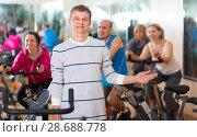 Купить «Man on fitness cycle training», фото № 28688778, снято 15 августа 2018 г. (c) Яков Филимонов / Фотобанк Лори