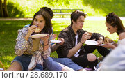 Купить «happy friends eating sandwiches at summer picnic», видеоролик № 28689170, снято 26 июня 2018 г. (c) Syda Productions / Фотобанк Лори