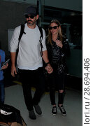 Купить «LeAnn Rimes arrives at Los Angeles International Airport her husband Eddie Cibrian and his kids Featuring: LeAnn Rimes, Eddie Cibrian Where: Los Angeles...», фото № 28694406, снято 19 декабря 2016 г. (c) age Fotostock / Фотобанк Лори
