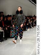 Купить «London Fashion Week Men's - Bobby Abley - Catwalk Featuring: Model Where: London, United Kingdom When: 06 Jan 2017 Credit: WENN.com», фото № 28710954, снято 6 января 2017 г. (c) age Fotostock / Фотобанк Лори