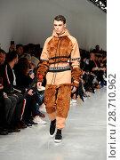 Купить «London Fashion Week Men's - Bobby Abley - Catwalk Featuring: Model Where: London, United Kingdom When: 06 Jan 2017 Credit: WENN.com», фото № 28710962, снято 6 января 2017 г. (c) age Fotostock / Фотобанк Лори