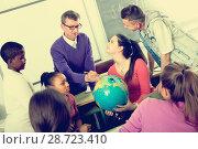 Купить «happy school pupils taking a rest», фото № 28723410, снято 18 июля 2018 г. (c) Яков Филимонов / Фотобанк Лори