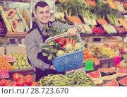 Купить «Male seller helping to choose», фото № 28723670, снято 18 марта 2017 г. (c) Яков Филимонов / Фотобанк Лори