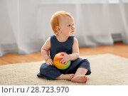 Купить «lovely redhead baby girl with toy ball at home», фото № 28723970, снято 26 апреля 2018 г. (c) Syda Productions / Фотобанк Лори