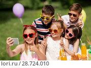 Купить «happy kids taking selfie on birthday party», фото № 28724010, снято 27 мая 2018 г. (c) Syda Productions / Фотобанк Лори