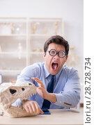 Купить «Funny crazy professor studying dinosaur skeleton», фото № 28728734, снято 7 марта 2018 г. (c) Elnur / Фотобанк Лори