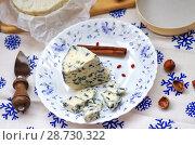 Купить «Мягкий сыр с плесенью», фото № 28730322, снято 9 июля 2018 г. (c) Natalya Sidorova / Фотобанк Лори