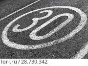 Купить «Round speed limit road marking», фото № 28730342, снято 13 марта 2018 г. (c) EugeneSergeev / Фотобанк Лори