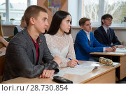 Купить «Подготовка в экзаменам в выпускном классе», фото № 28730854, снято 9 апреля 2018 г. (c) Иван Карпов / Фотобанк Лори