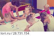 Купить «Children drawing pencils on lesson in school class», фото № 28731154, снято 22 января 2019 г. (c) Яков Филимонов / Фотобанк Лори