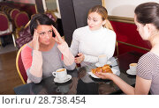 Купить «Adult women chatting in the cafeteria», фото № 28738454, снято 21 июля 2018 г. (c) Яков Филимонов / Фотобанк Лори