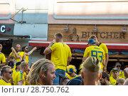 Купить «Шведские болельщики . Нижний Новгород», фото № 28750762, снято 17 июня 2018 г. (c) Владимир Макеев / Фотобанк Лори