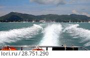 Купить «Speedboat departure from Chalong Bay, Phuket», видеоролик № 28751290, снято 9 июля 2018 г. (c) Игорь Жоров / Фотобанк Лори