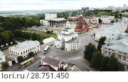 Купить «Panoramic aerial view of city center and Golden Gate in Vladimir, Russia», видеоролик № 28751450, снято 10 июня 2018 г. (c) Яков Филимонов / Фотобанк Лори
