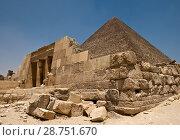 Купить «Пирамида Хеопса и вход в гробницу», фото № 28751670, снято 6 июня 2018 г. (c) Евгений Прокофьев / Фотобанк Лори
