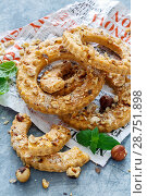 Купить «Shortbread in the shape of a ring with hazelnut», фото № 28751898, снято 14 июля 2018 г. (c) Марина Сапрунова / Фотобанк Лори