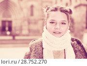 Купить «positive girl teenager in the city in scarf», фото № 28752270, снято 11 ноября 2017 г. (c) Яков Филимонов / Фотобанк Лори