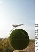 Купить «Земной шар с летящим самолетом. Ахтубинск», фото № 28752422, снято 19 октября 2017 г. (c) Виктор Юрасов / Фотобанк Лори