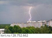 Вспышка молнии над городом (2018 год). Стоковое фото, фотограф Dmitry29 / Фотобанк Лори