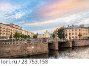 Купить «Пикалов мост Pikalov Bridge and Isidor Church», фото № 28753158, снято 4 июня 2018 г. (c) Baturina Yuliya / Фотобанк Лори