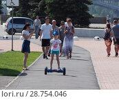 Купить «Ребенок на гироскутере», фото № 28754046, снято 14 июля 2018 г. (c) Ельцов Владимир / Фотобанк Лори