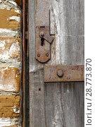 Купить «Keyhole in an old paneled wooden door; rusty and weathered. This image has been processed to make a more impactful, dramatic shot.», фото № 28773870, снято 2 мая 2017 г. (c) Tetiana Chugunova / Фотобанк Лори