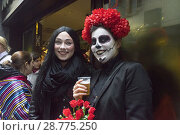 Купить «Two women smiling and drinking beer with costumes at the carnivals of Tolosa, Guipúzcoa, Spain», фото № 28775250, снято 16 августа 2018 г. (c) age Fotostock / Фотобанк Лори