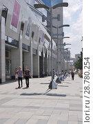 Купить «Москва. Офисно-торговый центр Lotte Plaza на Новинском бульваре», эксклюзивное фото № 28780254, снято 17 июля 2018 г. (c) Илюхина Наталья / Фотобанк Лори