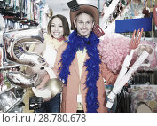 Купить «Smiling young couple preparing to fest and posing», фото № 28780678, снято 11 апреля 2017 г. (c) Яков Филимонов / Фотобанк Лори