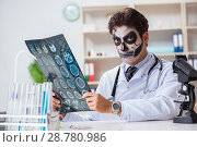 Купить «Scary monster doctor working in lab», фото № 28780986, снято 9 ноября 2017 г. (c) Elnur / Фотобанк Лори