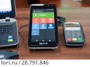 Купить «Он-лайн касса, пин-пад для банковских карт», фото № 28791846, снято 19 июля 2018 г. (c) Игорь Р / Фотобанк Лори