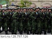 Купить «Десантники 331-го гвардейского парашютно-десантного Костромского полка во время генеральной репетиции парада на Красной площади в честь Дня Победы», фото № 28797126, снято 6 мая 2018 г. (c) Free Wind / Фотобанк Лори