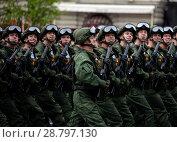 Купить «Десантники 331-го гвардейского парашютно-десантного Костромского полка во время генеральной репетиции парада на Красной площади в честь Дня Победы», фото № 28797130, снято 6 мая 2018 г. (c) Free Wind / Фотобанк Лори