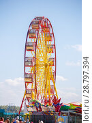 Купить «A large Ferris wheel against the blue sky, for a family holiday.», фото № 28797394, снято 15 августа 2017 г. (c) Акиньшин Владимир / Фотобанк Лори