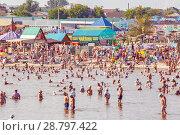 Купить «Russia, salt-Iletsk, August 2017: people are relaxing bathing sunbathing on the healing lake in the resort», фото № 28797422, снято 15 августа 2017 г. (c) Акиньшин Владимир / Фотобанк Лори