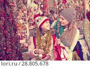 Купить «Girl with mom buying decorations», фото № 28805678, снято 21 сентября 2018 г. (c) Яков Филимонов / Фотобанк Лори