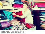 Купить «Woman choosing fabric», фото № 28805818, снято 4 января 2017 г. (c) Яков Филимонов / Фотобанк Лори