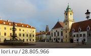 Main Square is historical landmark in sunset of Bratislava (2017 год). Стоковое фото, фотограф Яков Филимонов / Фотобанк Лори