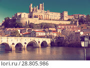 Купить «Image of Pont Vieux and St Nazaire Cathedral in Beziers», фото № 28805986, снято 1 декабря 2017 г. (c) Яков Филимонов / Фотобанк Лори