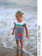 Купить «A girl of four years on the sea», фото № 28806794, снято 6 июля 2018 г. (c) Типляшина Евгения / Фотобанк Лори