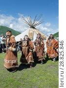 Купить «Концерт фольклорного танцевального коллектива коренных народов полуострова Камчатка», фото № 28825846, снято 11 июля 2015 г. (c) А. А. Пирагис / Фотобанк Лори