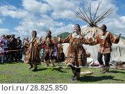 Купить «Концерт фольклорного танцевального коллектива коренных народов полуострова Камчатка», фото № 28825850, снято 11 июля 2015 г. (c) А. А. Пирагис / Фотобанк Лори